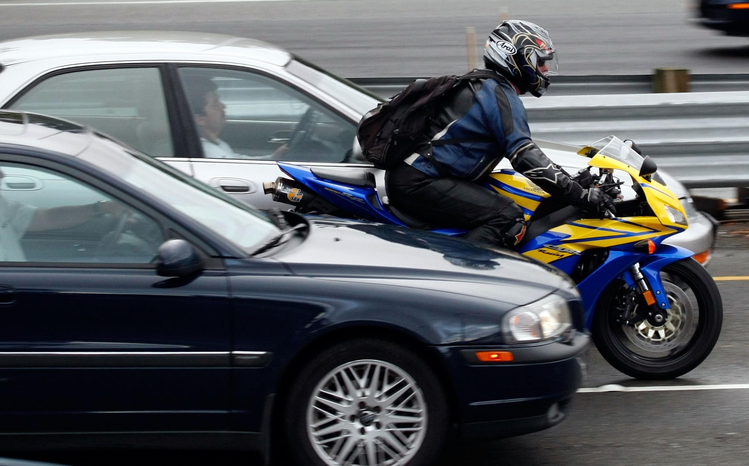 bike_in_traffic