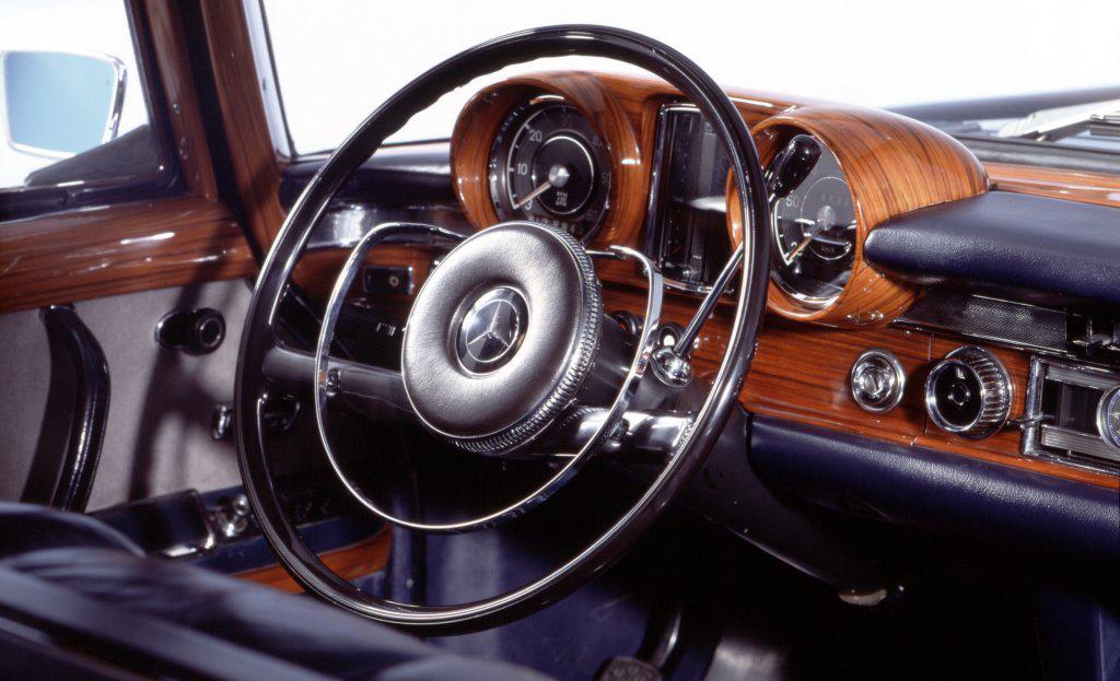vintage_car_interior
