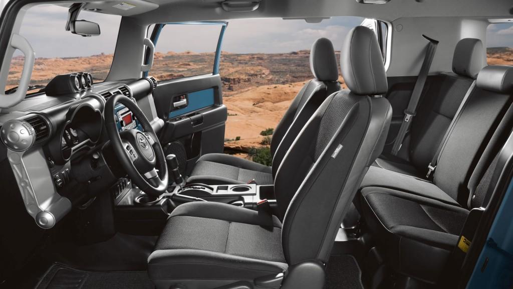 Toyota-FJ-Cruiser-Interior