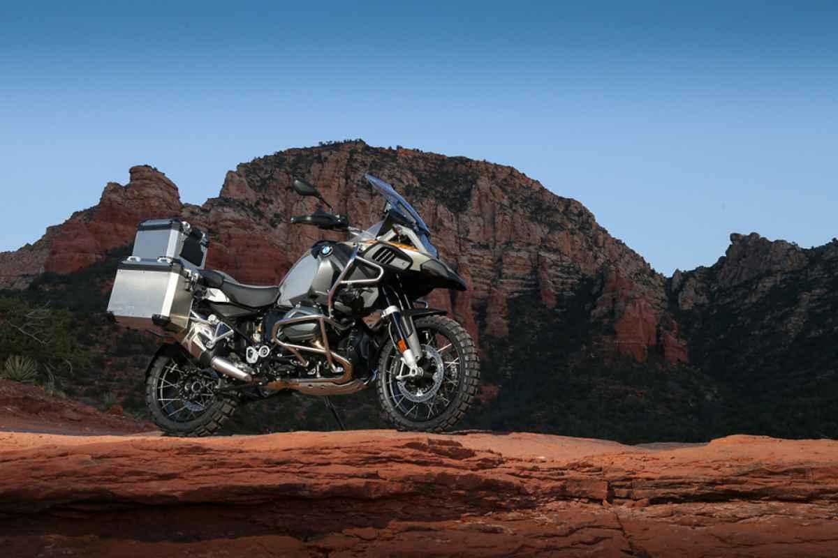 2014-BMW-R1200GS-Adventure-backdrop