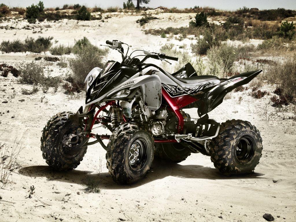 yamaha quad bikes the blaster vs the raptor auto mart blog. Black Bedroom Furniture Sets. Home Design Ideas