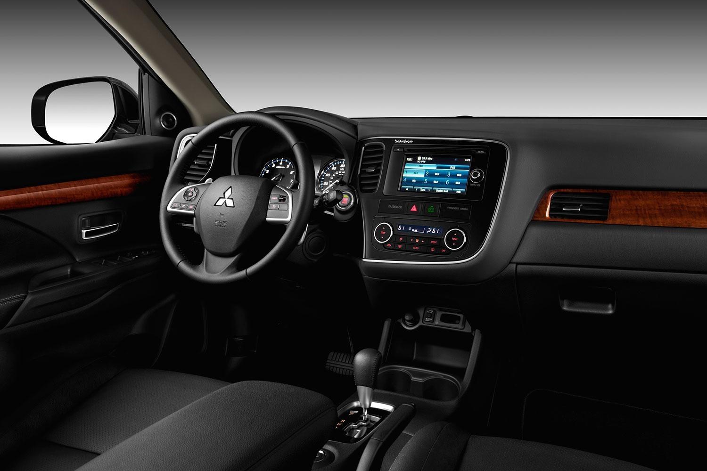 Mitsubishi-Outlander-2015-interior