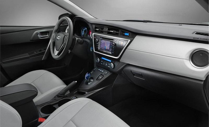 2015-Toyota-Auris-Hybrid-Interior