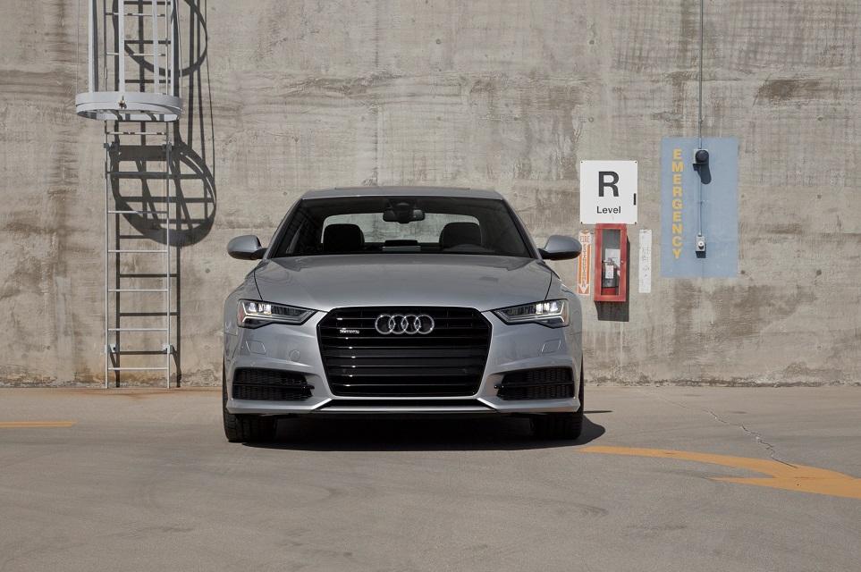 Audi-A6-parking