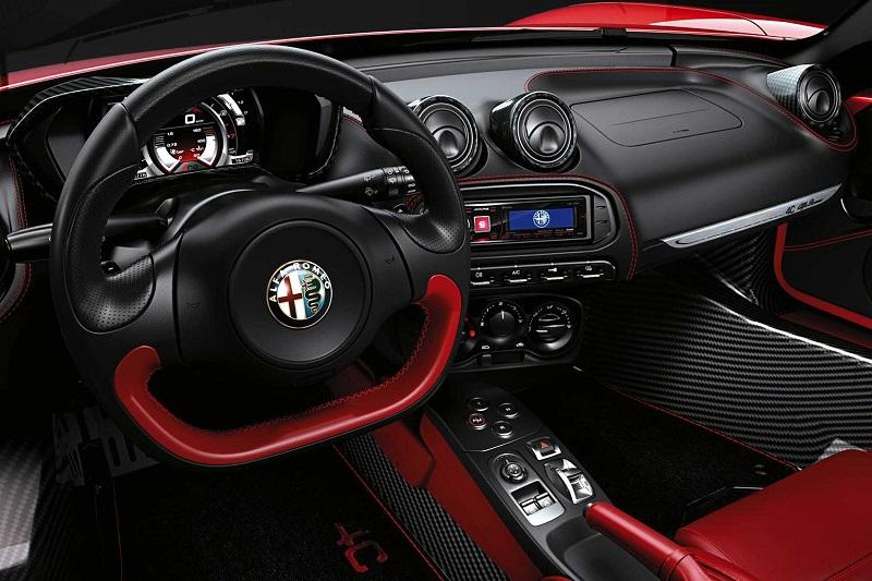 Alfa_Romeo_4C_Spider_interior