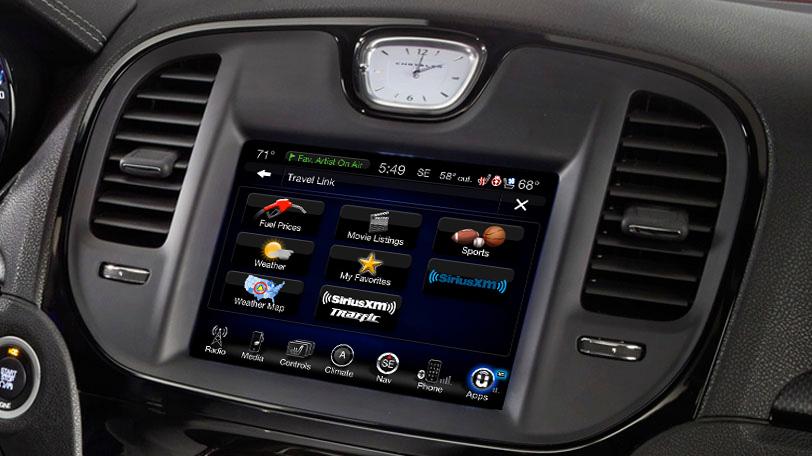 2015-Chrysler300-technology