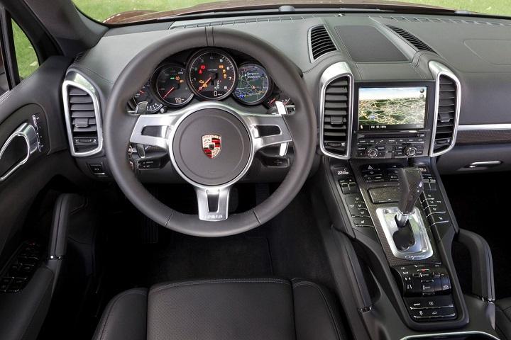 Porsche-Cayenne-2015-interior