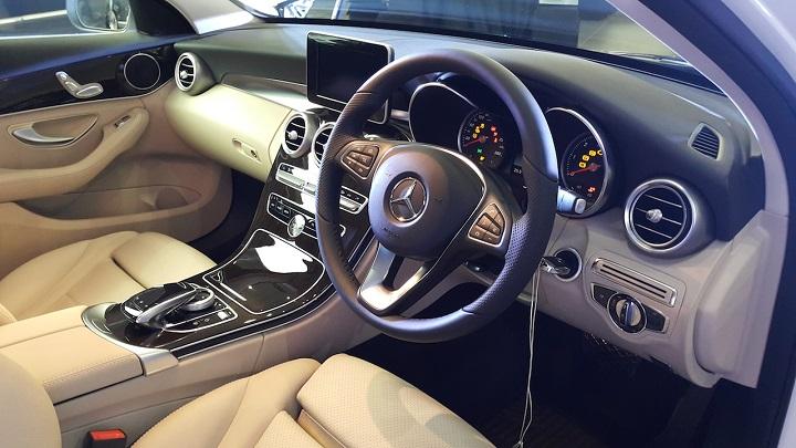 2015-Mercedes-C-Class-interior