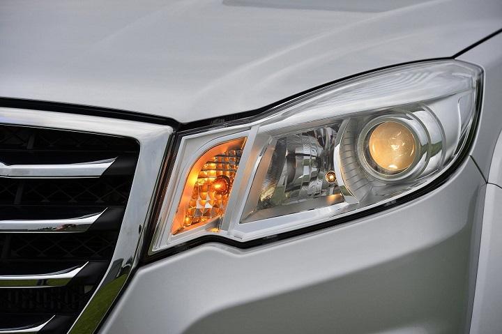 headlights of the steed 6 gwm bakkie
