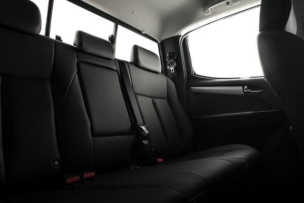 Isuzu Bakkie - Leather seats