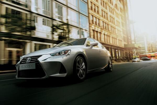 Hybrid Lexus - Frontview