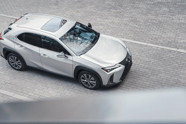 Hybrid Lexus - Upperview
