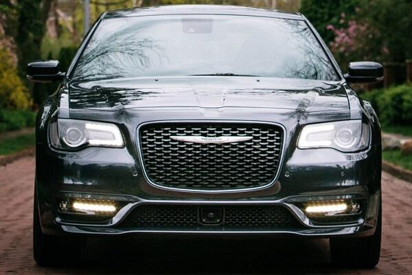 Chrysler 300C - Front Exterior - Auto Mart